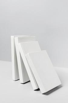 Arreglo minimalista del día mundial del libro
