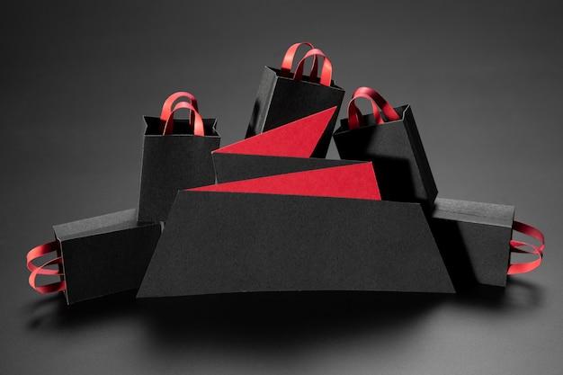Arreglo minimalista de viernes negro sobre fondo negro