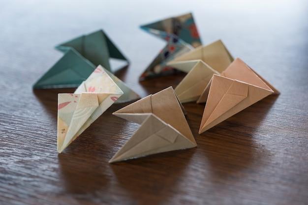 Arreglo con objeto hecho origami