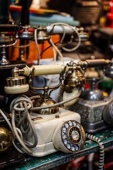 Arreglo de objetos de mercado de antigüedades