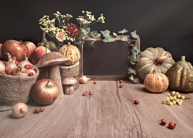 Arreglo otoñal con manzanas, decoraciones
