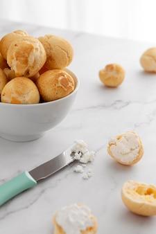 Arreglo de pan de queso delicioso
