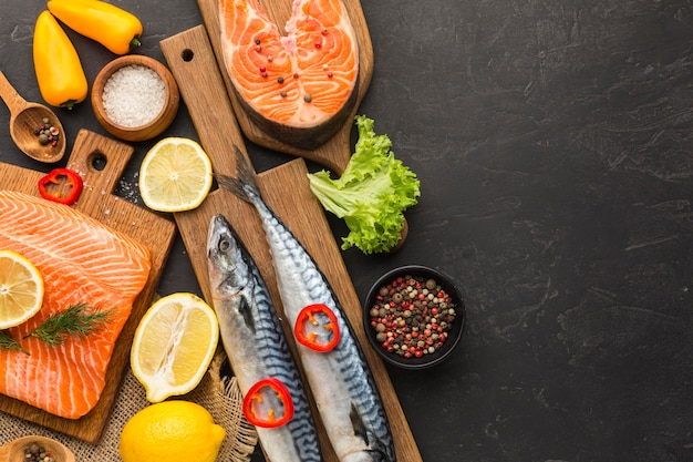 Arreglo de pescado delicioso plano laico