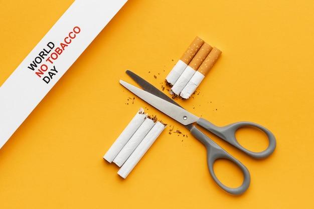 Arreglo plano de elementos del día sin tabaco