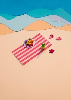 Arreglo de playa de verano hecho en papel