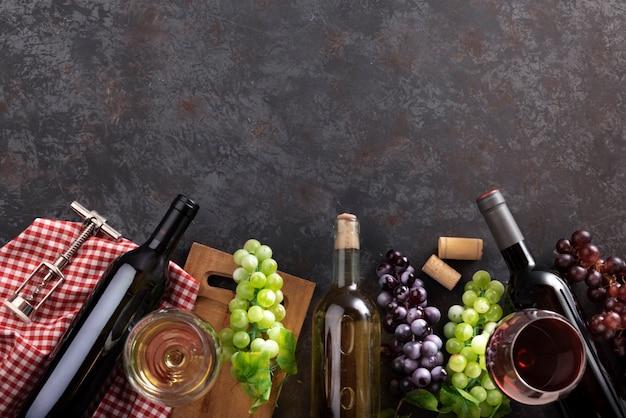 Arreglo de productos de cata de vinos.