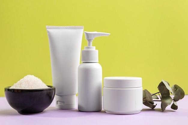Arreglo de productos cosméticos naturales