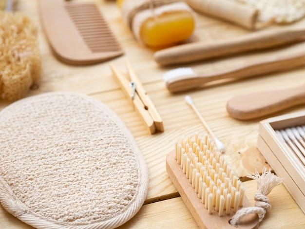 Arreglo de productos de madera de alto ángulo