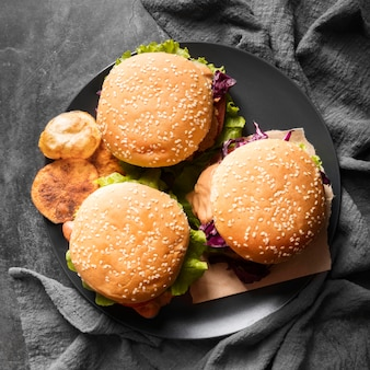 Arreglo con sabrosas hamburguesas