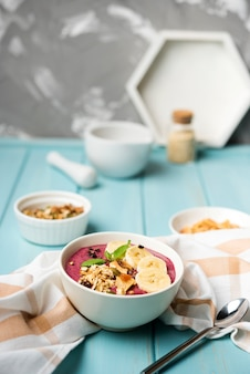 Arreglo de un tazón saludable de comida