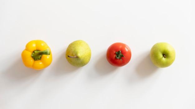 Arreglo de vista superior con comida sana