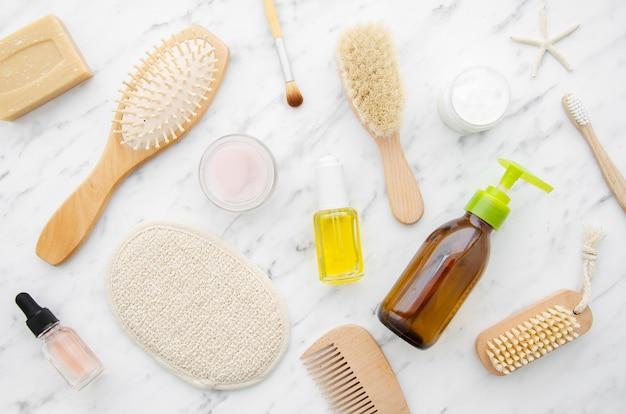 Arreglo de vista superior con productos cosméticos