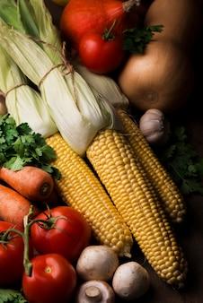 Arreglo de vista superior de verduras de otoño
