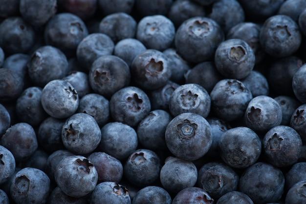 Arreglos maduros de arándanos para el fondo de la fruta