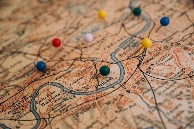 Desde arriba, pines en el mapa