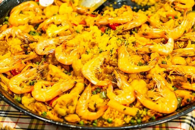 Arroz frito al curry con gambas