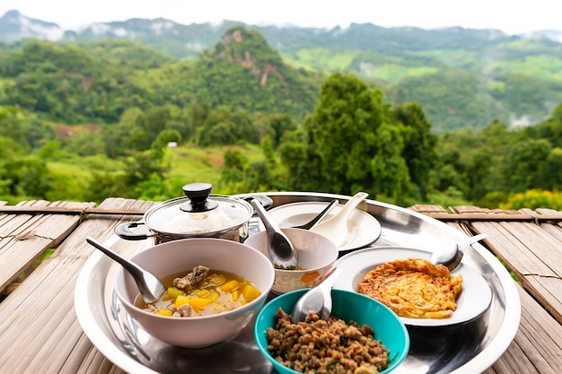 Arroz en medio de la naturaleza, provincia de mae hong son