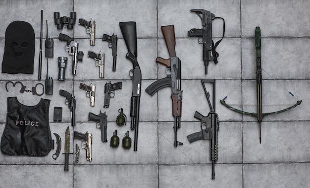 Arsenal de colección de armas primer plano de pistolas y empuñaduras de armas de fuego