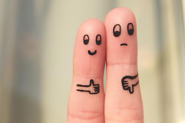 Arte del dedo de la pareja. mujer mostrando los pulgares hacia arriba y hombre mostrando los pulgares hacia abajo.