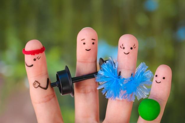 El arte de los dedos de una familia feliz en el deporte.