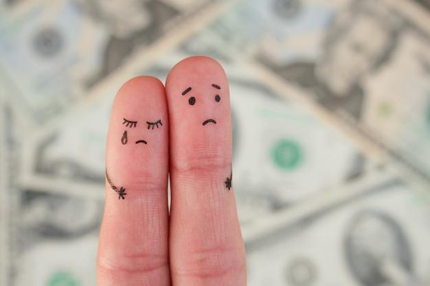 Arte de los dedos de la pareja disgustada en el fondo de dinero
