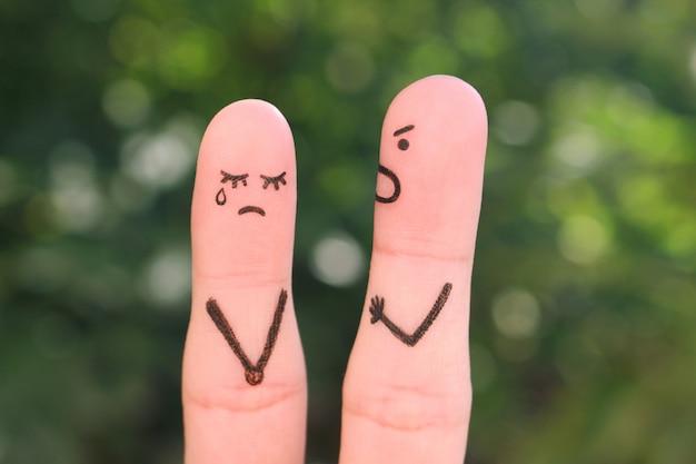 El arte de los dedos de una pareja durante una pelea.
