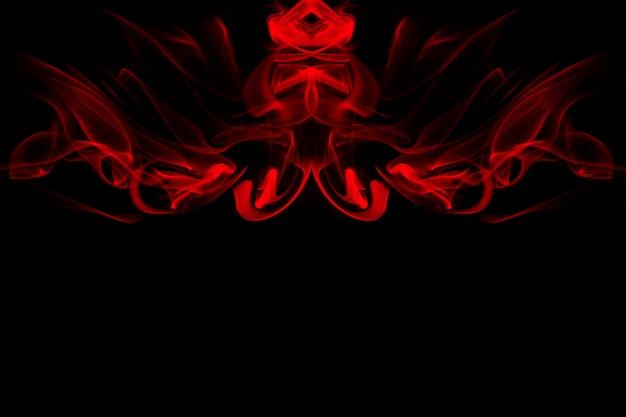 Arte del extracto rojo del humo en el fondo negro, fuego. copia espacio