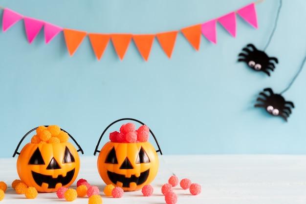 Artes de halloween en la mesa de madera con espacio de copia de texto. concepto de halloween