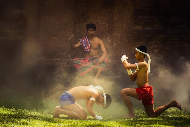 Artes marciales de muay thai, boxeo tailandés,