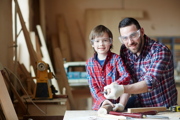 Artesanos de la madera