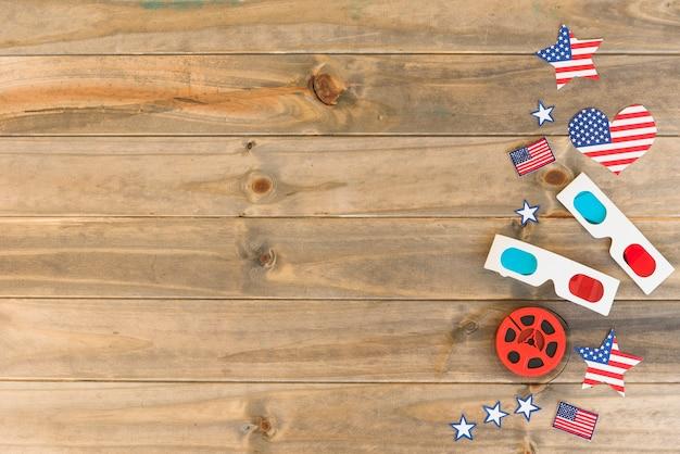 Artículos de cine con banderas americanas.