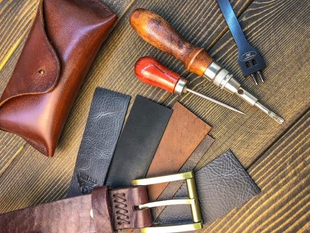 Artículos de cuero. taller para la confección de ropa y accesorios.