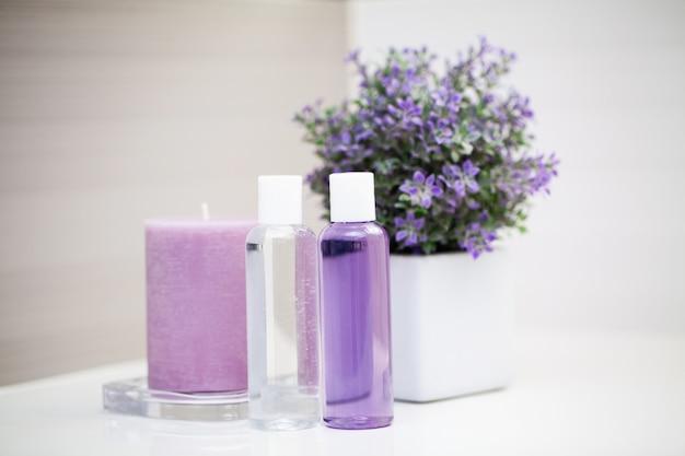 Artículos de ducha. composición de productos cosméticos de tratamiento de spa.
