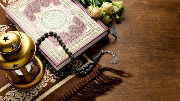 Artículos tradicionales árabes para la oración.