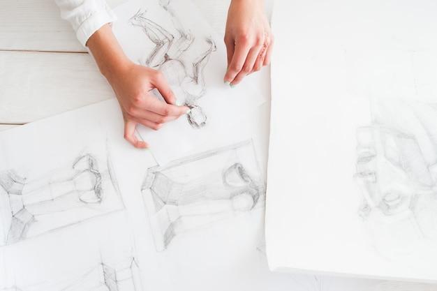 Artista con dibujos