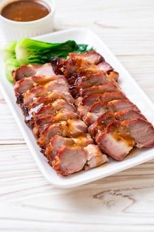 Asado asado cerdo rojo