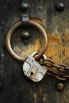 Asegure las puertas de madera # 4