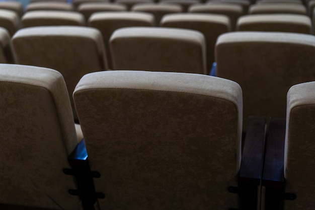 Asientos en el cine y sala de conciertos.