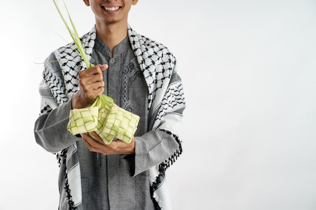 Asimiento de la mano ketupat