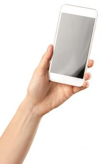Asimiento de la mano teléfono inteligente móvil aislado en blanco