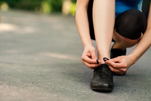 Atar calzado deportivo