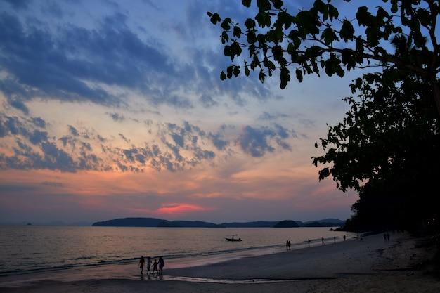 Atardecer en krabi tailandia
