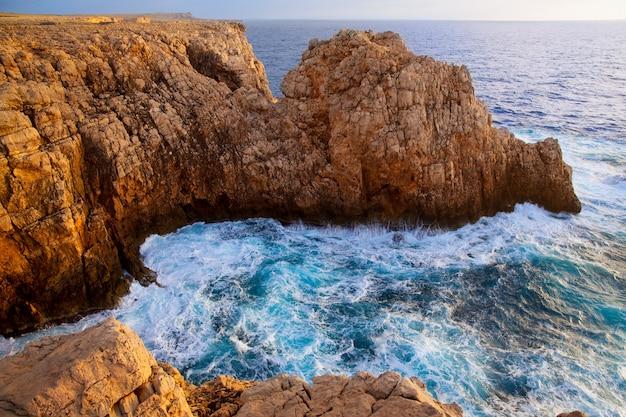 Atardecer en menorca punta nati en las islas baleares.