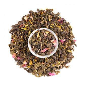 Ate el té guan yin con los pétalos de color lila