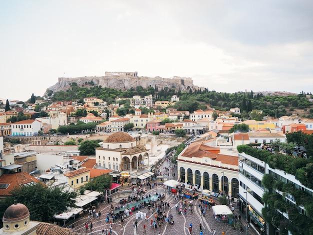 Atenas, grecia-25 de septiembre de 2018: plaza monastiraki, vista desde arriba.