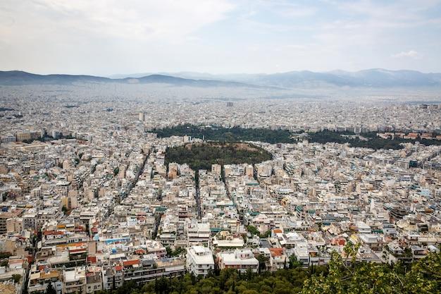Atenas, grecia. gran ciudad. áreas residenciales. luz diurna