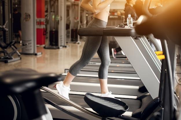 Atleta adulto activo aeróbic atlético