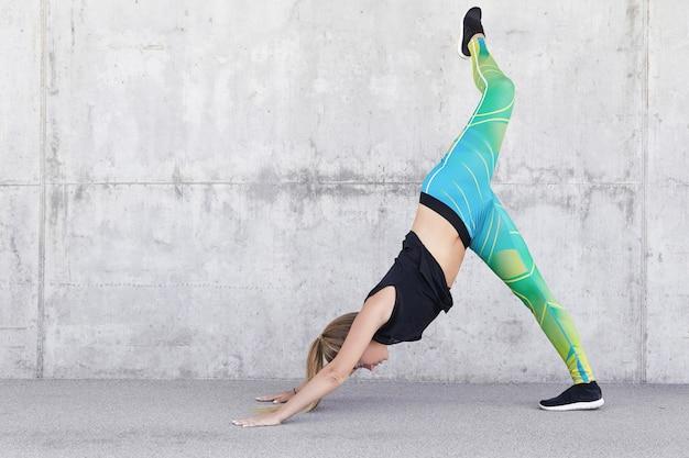 Atleta femenina tiene entrenamiento físico activo