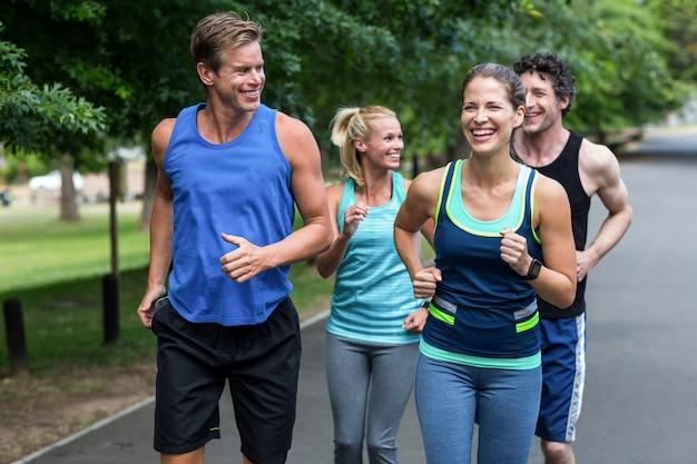 Atletas de maratón corriendo
