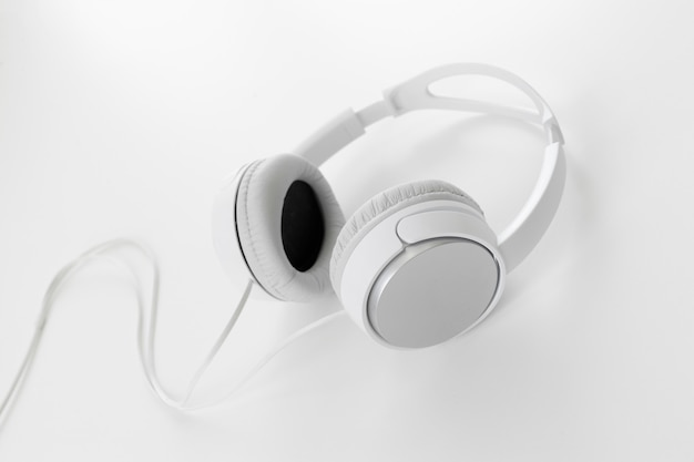 Auriculares blancos
